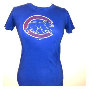 Blue Chicago Cubs logo tee